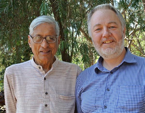 Rajmohan Gandhi (left)